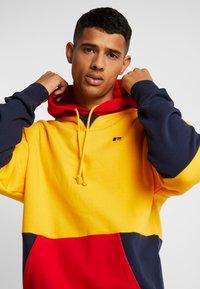 Russell Athletic Eagle R - MILLER - Bluza z kapturem - yellow - 3