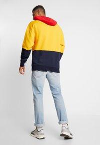 Russell Athletic Eagle R - MILLER - Bluza z kapturem - yellow - 2