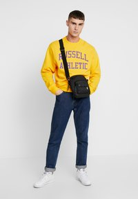 Russell Athletic Eagle R - ICONIC CREW NECK - Felpa - yellow - 1