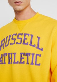 Russell Athletic Eagle R - ICONIC CREW NECK - Felpa - yellow - 5