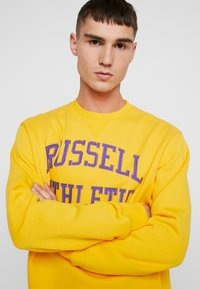 Russell Athletic Eagle R - ICONIC CREW NECK - Felpa - yellow - 3