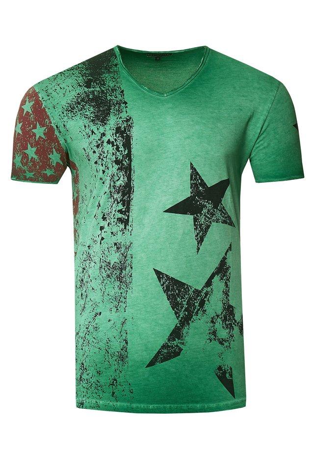 MIT V-NECK AUSSCHNITT - T-shirt print - grün