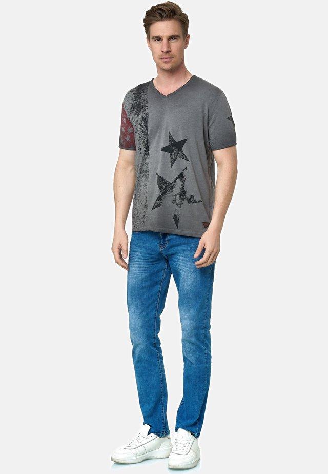 MIT V-NECK AUSSCHNITT - T-shirt print - anthrazit