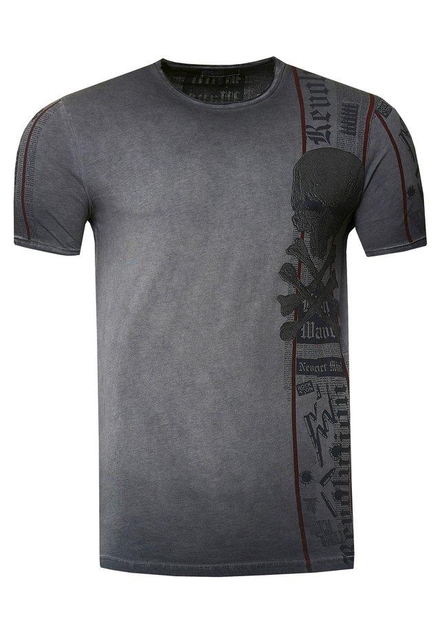 IM VERWASCHENEN LOOK - Print T-shirt - dunkel grau