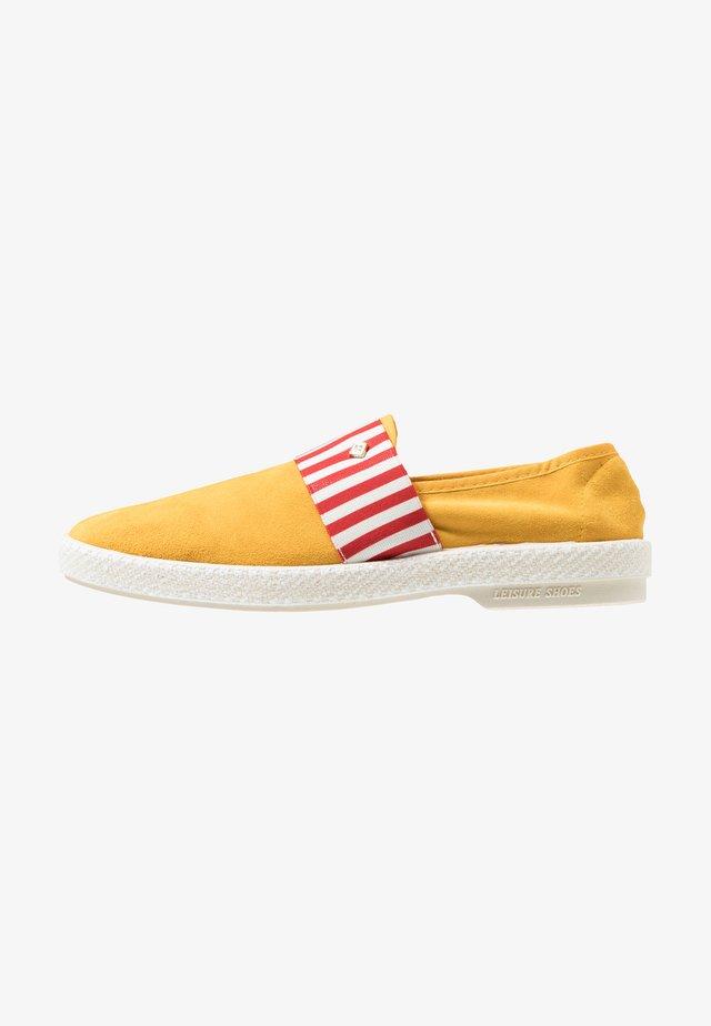 AMALFI - Slip-ons - jaune