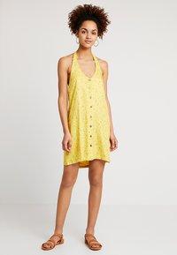 RVCA - BABY - Skjortklänning - mustard - 1