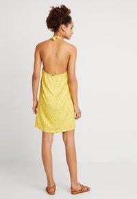 RVCA - BABY - Skjortklänning - mustard - 2