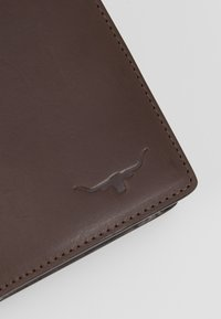 R. M. WILLIAMS - CITY WALLET WITH COIN POCKET - Portfel - chestnut - 2