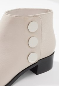 Senso - LIONEL - Ankle boots - chalk - 2