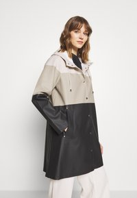 Stutterheim - WATERPROOF MOSEBACKE STRIPE - Regnjacka - light sand - 0
