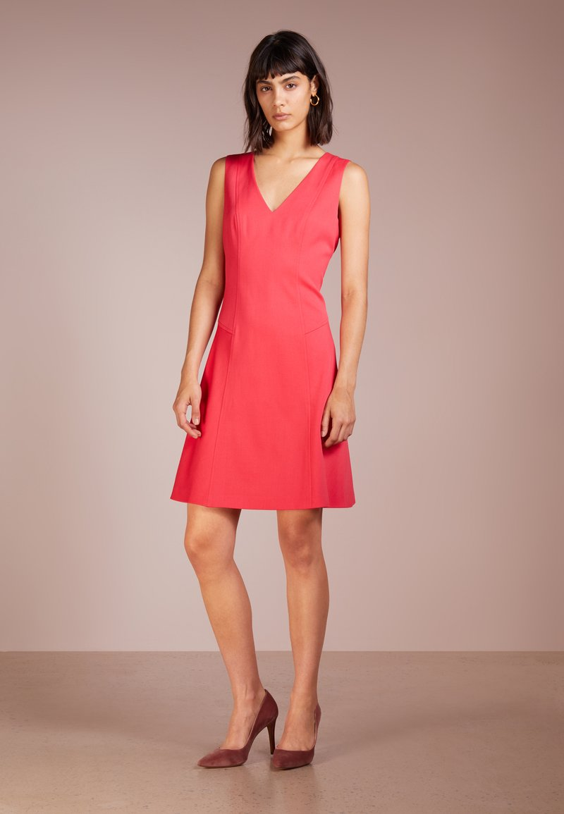 Strenesse - DRESS DOBINA - Cocktailkjoler / festkjoler - raspberry