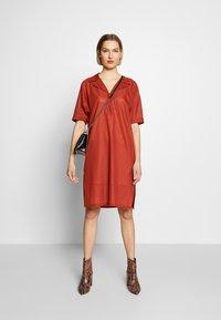 Strenesse - DRESS DALENA - Denní šaty - umber - 1