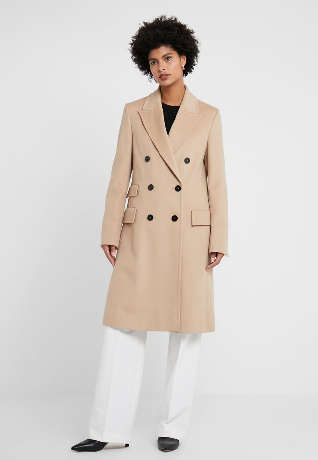 COAT CASTY SHORT - Classic coat - camel