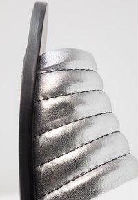Sol Sana - TORO SLIDE - Mules - metallic silver - 2