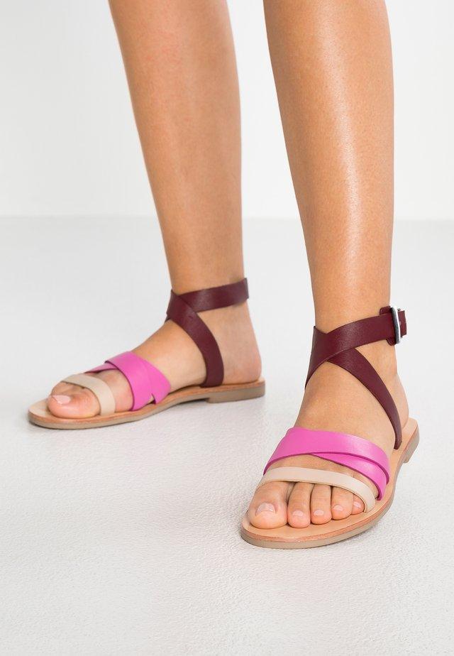 FIESTA  - Sandaalit nilkkaremmillä - multicolour