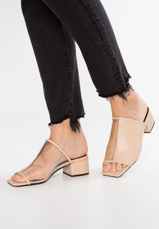 INVERSE MULE - Heeled mules - light tan