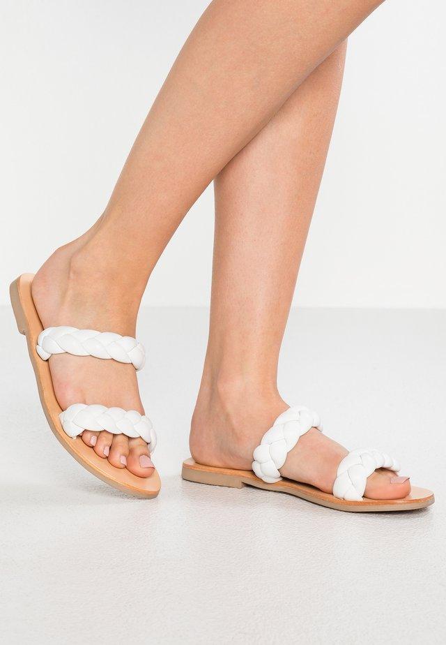 VERA SLIDE - Pantolette flach - white
