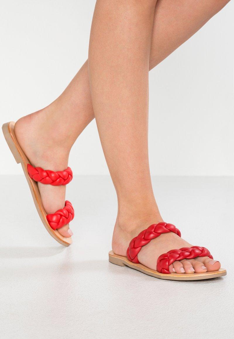 Sol Sana - VERA SLIDE - Mules - strawberry
