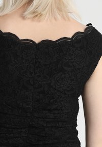 Swing Curve - EXCLUSIVE SWING BARDOT BODYCON DRESS - Koktejlové šaty/ šaty na párty - black - 6