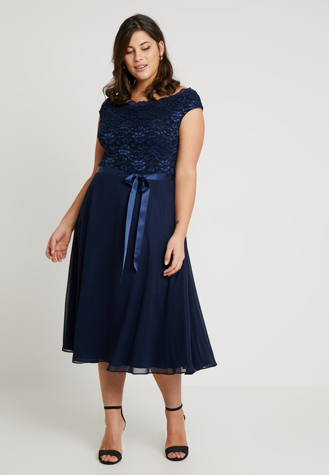 EXCLUSIVE BARDOT FIT AND FLARE DRESS - Cocktail dress / Party dress - navy