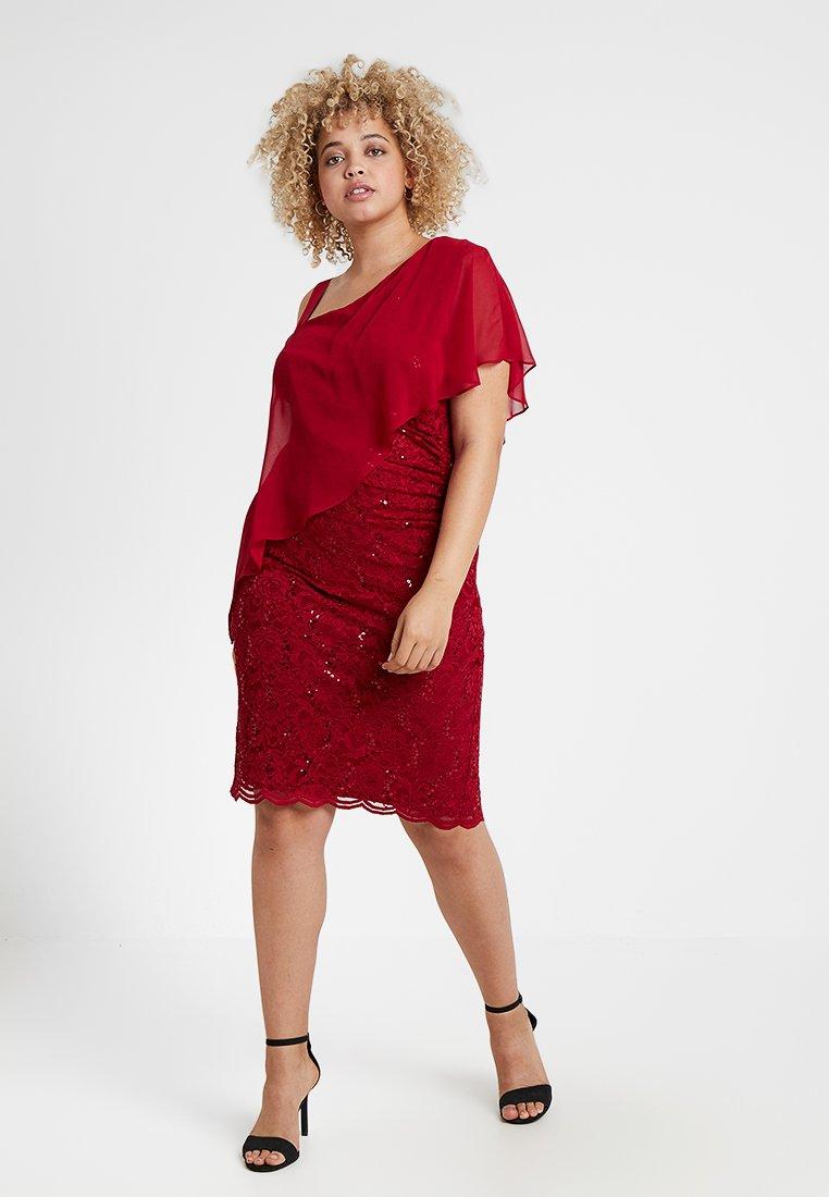 Swing Curve - EXCLUSIVE SWING ONE SHOULDER OVERLAY DRESS - Vestido de cóctel - dark red
