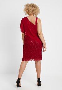Swing Curve - EXCLUSIVE SWING ONE SHOULDER OVERLAY DRESS - Vestido de cóctel - dark red - 3