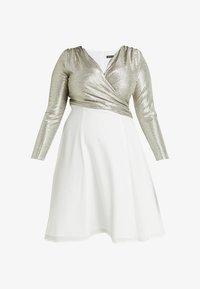 Swing Curve - EXCLUSIVE KLEID - Koktejlové šaty/ šaty na párty - gold/cremeweiß - 4