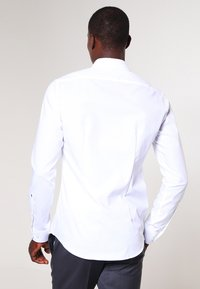 Seidensticker - MODERN KENT X SLIM - Formal shirt - weiss - 2