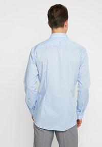 Seidensticker - MODERN KENT X SLIM - Camicia elegante - hellblau - 2