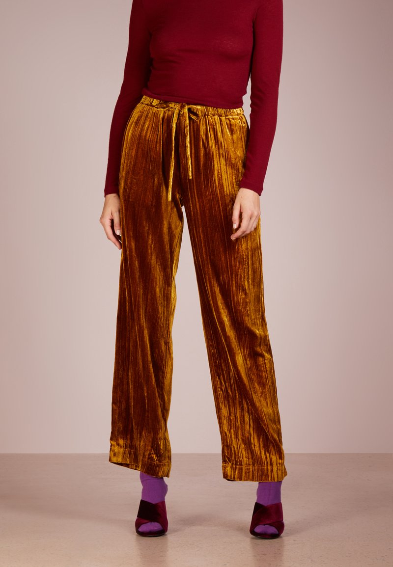 Stine Goya - AILEEN - Trousers - golden