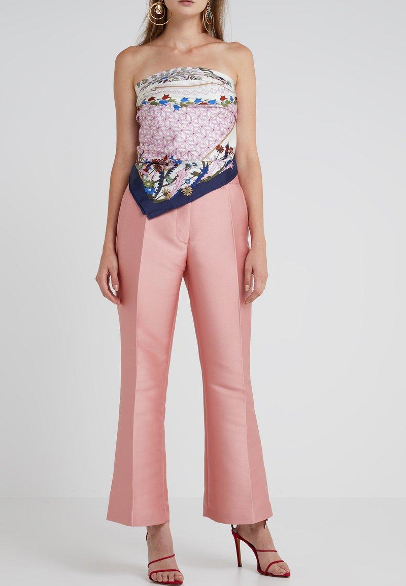 Stine Goya - BOB ROSETTA TAILORING - Trousers - rose