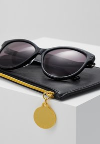 Stella McCartney - Sonnenbrille - black/smoke - 2