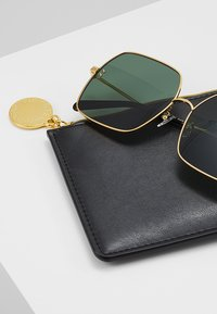 Stella McCartney - Sonnenbrille - gold-colured/green - 2