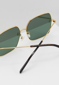 Stella McCartney - Sonnenbrille - gold-colured/green - 4