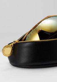 Stella McCartney - Sluneční brýle - gold - 2