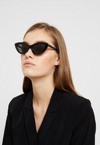 Stella McCartney - Sonnenbrille - black/smoke - 1