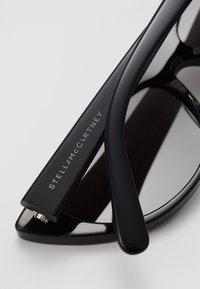 Stella McCartney - Sonnenbrille - black smoke - 4