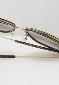 Stella McCartney - Sonnenbrille - havana/gold/brown - 4