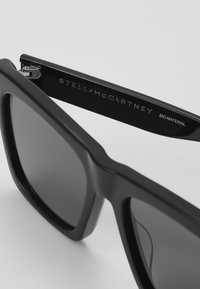 Stella McCartney - Sunglasses - black/smoke - 4