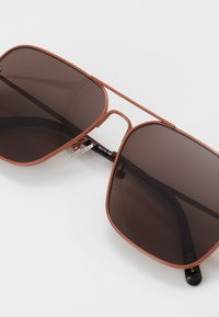 Stella McCartney - Sunglasses - brown/brown - 3