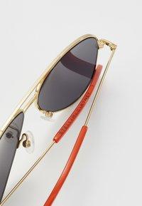 Stella McCartney - SUNGLASS KID  - Sunglasses - gold/smoke - 2