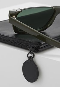 Stella McCartney - Sonnenbrille - green - 2