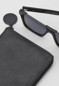 Stella McCartney - Sunglasses - black/smoke - 2