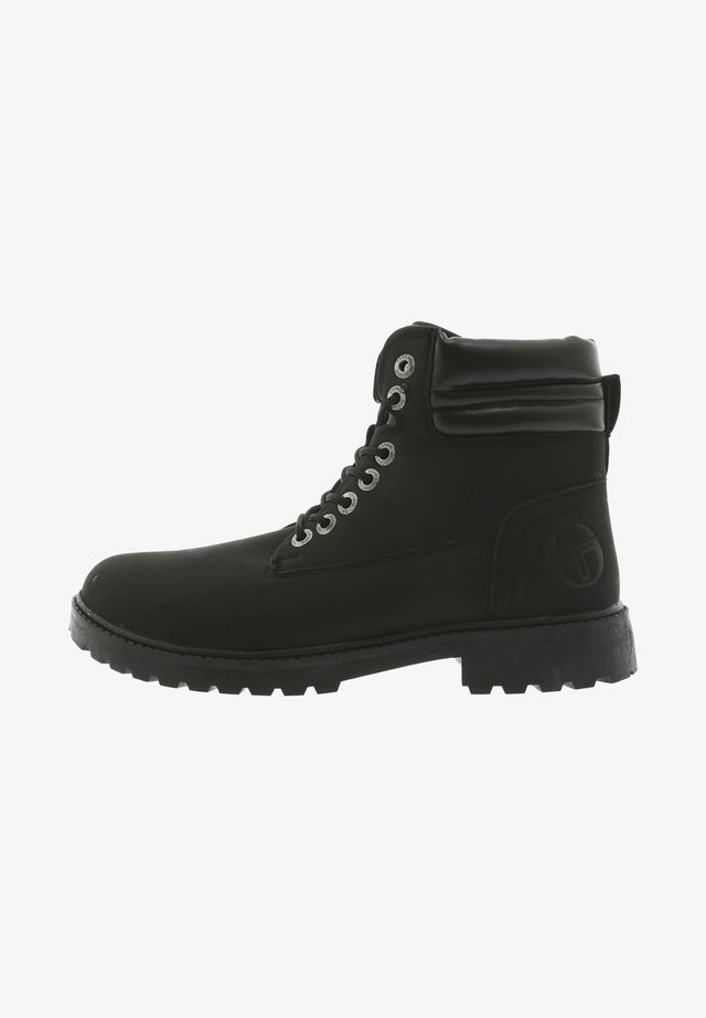 MIT LOGOPRäGUNG - Veterboots - black