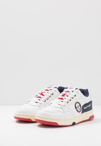 sergio tacchini - REVIEW - Tenisky - white/navy/red - 2