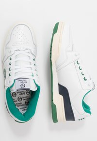 sergio tacchini - REVIEW - Tenisky - white/navy/green - 1