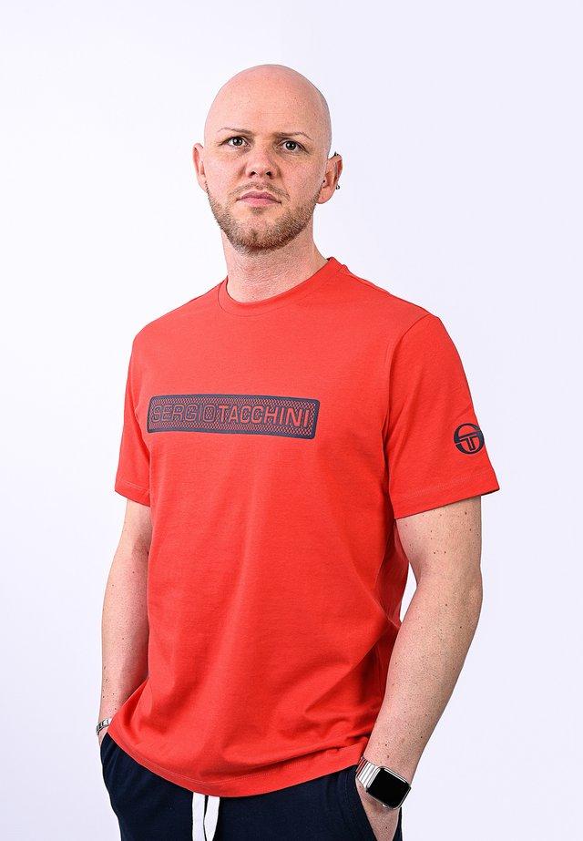 RUNDHALSSHIRT FUJI-T-SHIRT - Print T-shirt - vinred/nav
