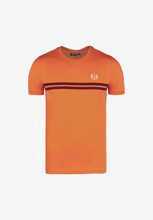 ARCHIVIO  - T-Shirt print - tangelo / bordeaux