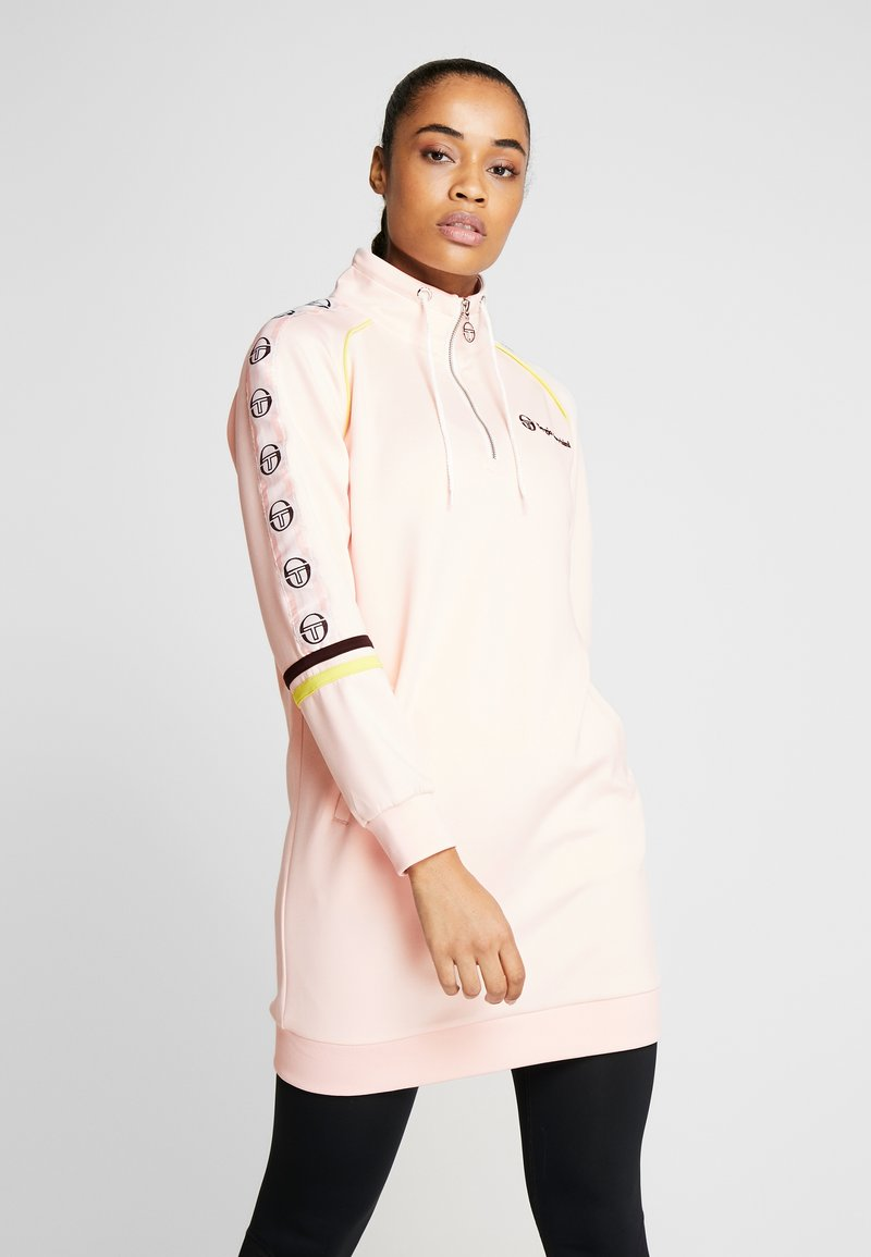 sergio tacchini - DAISY TRACK DRESS - Robe en jersey - pink cream/black