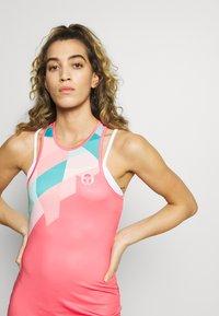 sergio tacchini - TANGRAM DRESS - Sportklänning - coral pink/multicolor - 3